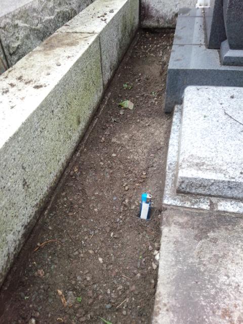 墓地内真砂土中